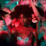 Vanaf 29 juni op Netflix: de Britse serie Kiss Me First