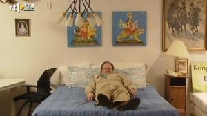marc op een bed